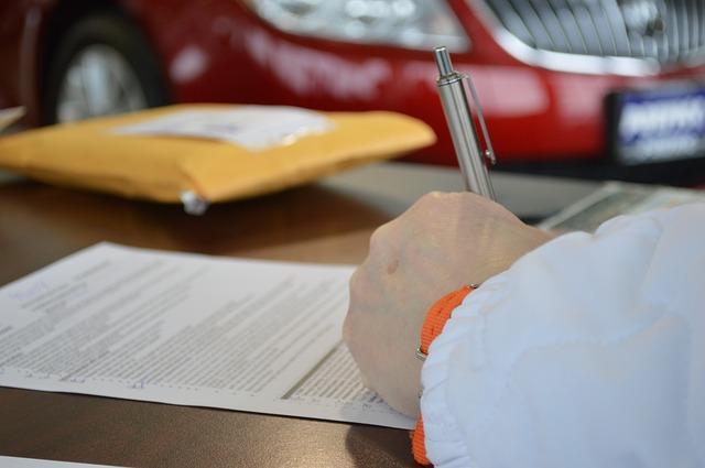 podepisování papíru
