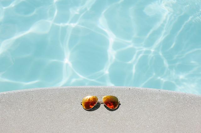 brýle u vody