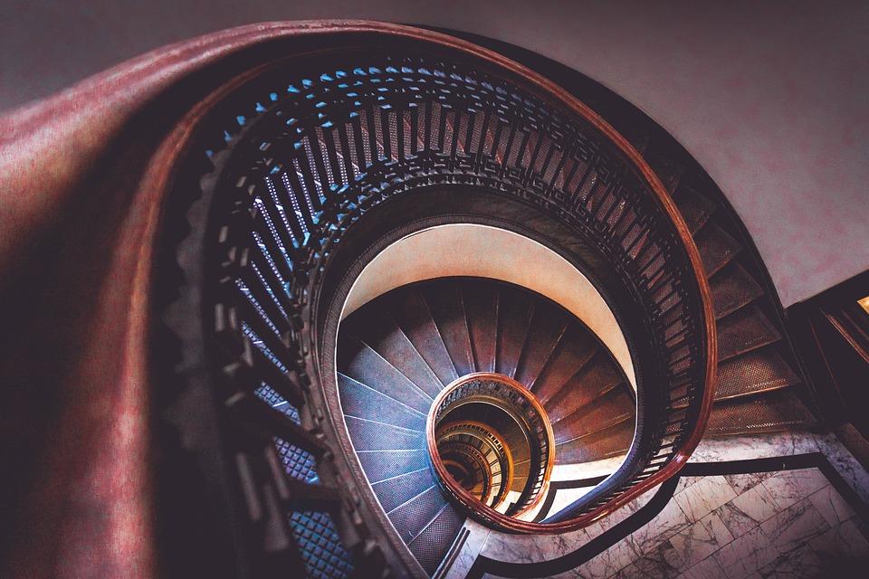Co vše musí splňovat zábradlí na schodiště